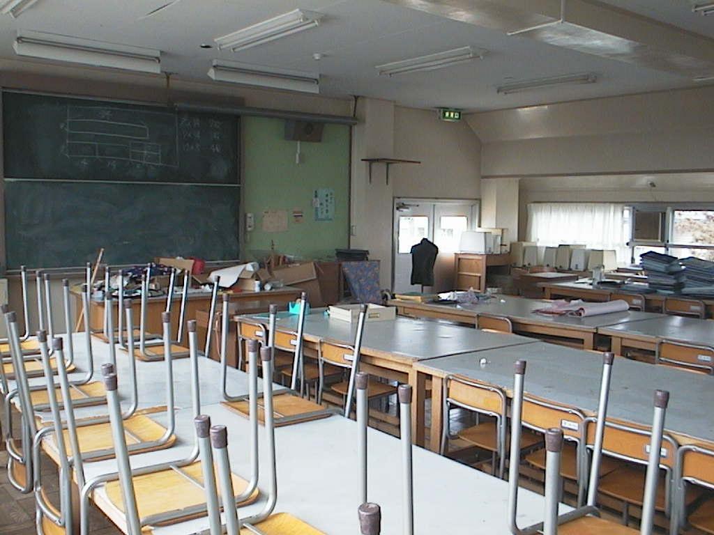 教室 教室 理科室 音楽室 美術室 調理室 被服室 施設紹介に戻る 技術室等に進む